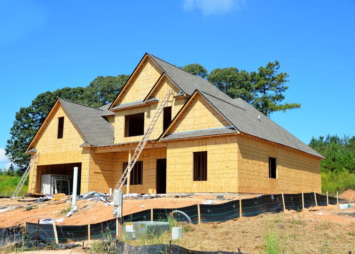 Stosownie z bieżącymi przepisami nowo konstruowane domy muszą być gospodarcze.